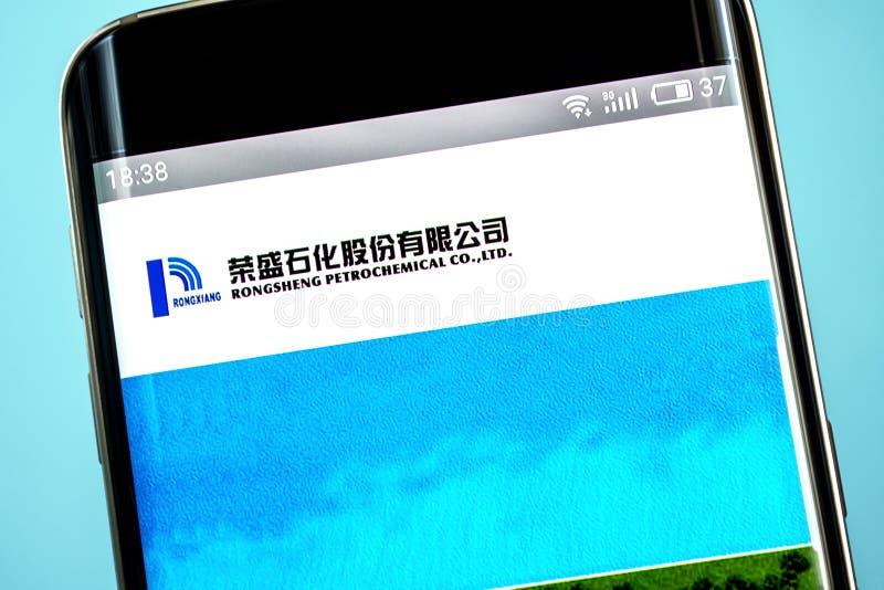 Berdyansk, Украина - 6-ое июня 2019: Домашняя страница вебсайта Rongsheng петрохимическая Логотип Rongsheng петрохимический видим стоковое изображение