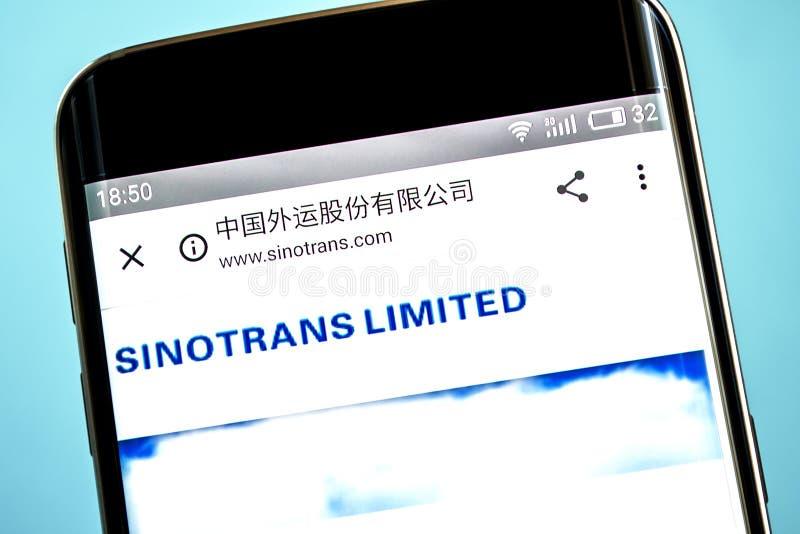 Berdyansk, Украина - 6-ое июня 2019: Sinotrans Ltd домашняя страница вебсайта курьера Логотип Sinotrans Ltd видимый на экране тел стоковая фотография rf