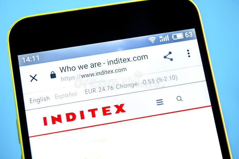Berdyansk, Украина - 29-ое мая 2019: Домашняя страница вебсайта Inditex Логотип Inditex видимый на экране телефона стоковая фотография