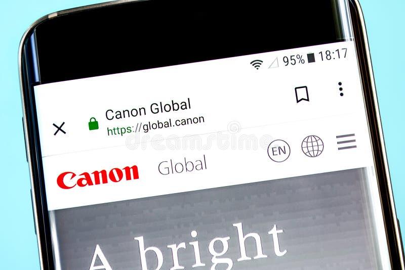 Berdyansk, de Oekraïne - 8 Juni 2019: Canon-websitehomepage Canon-embleem zichtbaar op het telefoonscherm, Illustratief Hoofdarti stock foto
