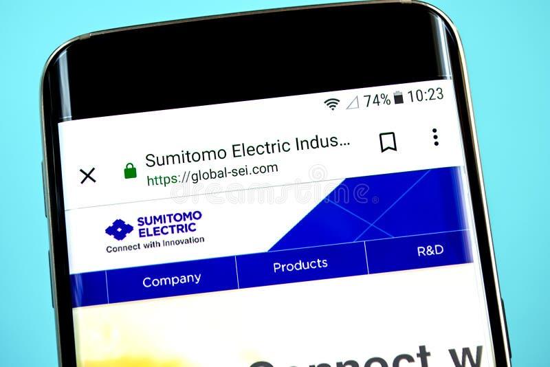 Berdyansk, de Oekraïne - 1 Juni 2019: Homepage van de Sumitomo de Elektrische website Sumitomo Elektrisch embleem zichtbaar op he royalty-vrije stock fotografie