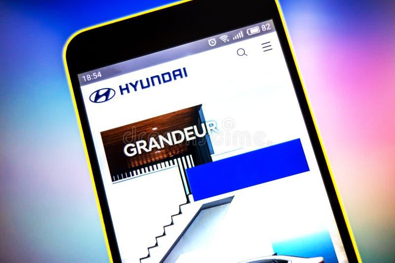 Berdyansk, de Oekraïne - Maart 21, 2019: Hyundai Engineering-websitehomepage Hyundai Engineering-embleem zichtbaar op het telefoo stock afbeeldingen