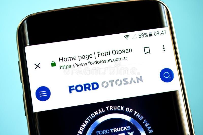 Berdyansk, de Oekraïne - 30 Mei 2019: Ford Otosan-websitehomepage Ford Otosan-embleem zichtbaar op het telefoonscherm stock afbeelding