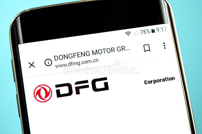 Berdyansk, de Oekraïne - 30 Mei 2019: De homepage van de de Groepswebsite van de Dongfengmotor De Groepsembleem van de Dongfengmo stock foto's