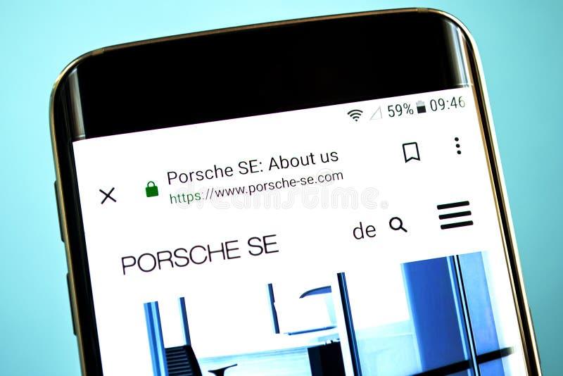 Berdyansk, de Oekraïne - 30 Mei 2019: De homepage van de de Holdingswebsite van Porsche Automobil De Holdingsembleem van Porsche  stock foto's