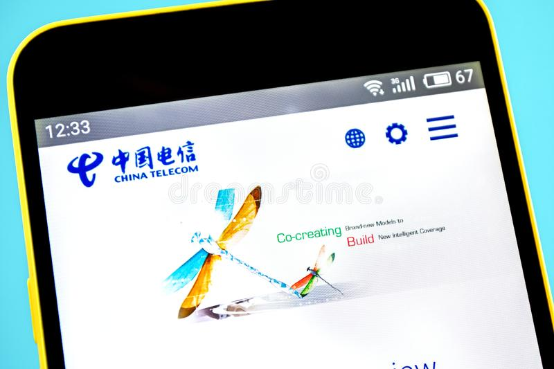 Berdyansk, de Oekraïne - 14 Mei 2019: Illustratief Hoofdartikel van China Telecom-websitehomepage China Telecom-embleem zichtbaar royalty-vrije stock foto's