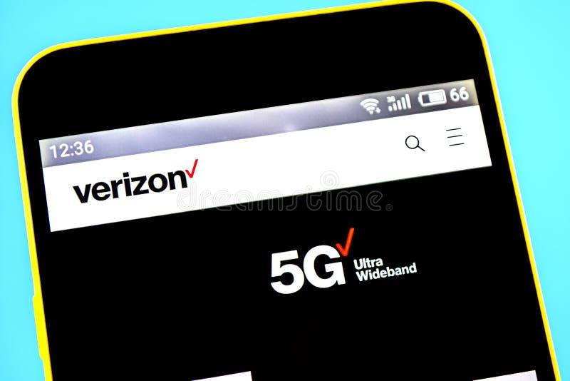 Berdyansk, de Oekraïne - 14 Mei 2019: Illustratief Hoofdartikel van Verizon Communications-websitehomepage Verizon Communications royalty-vrije stock fotografie