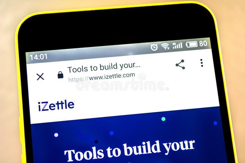 Berdyansk, de Oekraïne - 15 Mei 2019: iZettle websitehomepage iZettle embleem zichtbaar op het telefoonscherm stock afbeelding