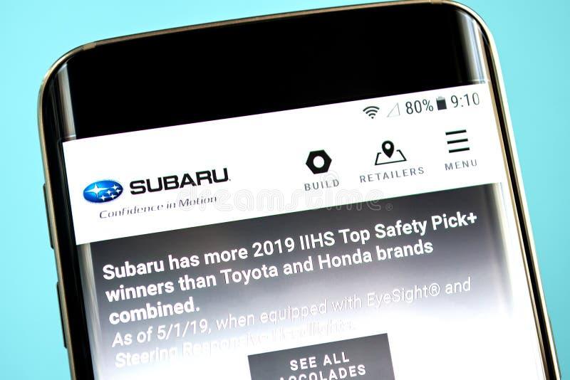 Berdyansk, de Oekraïne - 30 Mei 2019: Subaru-websitehomepage Subaru-embleem zichtbaar op het telefoonscherm royalty-vrije stock afbeeldingen
