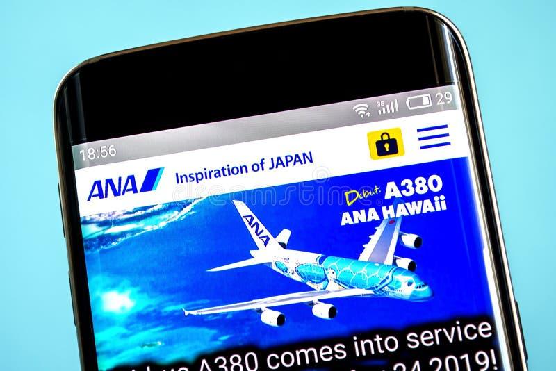 Berdyansk, Ucrânia - 6 de junho de 2019: Homepage do Web site de All Nippon Airways Logotipo de All Nippon Airways visível na tel foto de stock