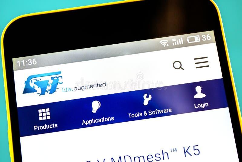 Berdyansk, Ucrânia - 3 de maio de 2019: Homepage do Web site de STMicroelectronics Logotipo de STMicroelectronics visível na tela imagens de stock
