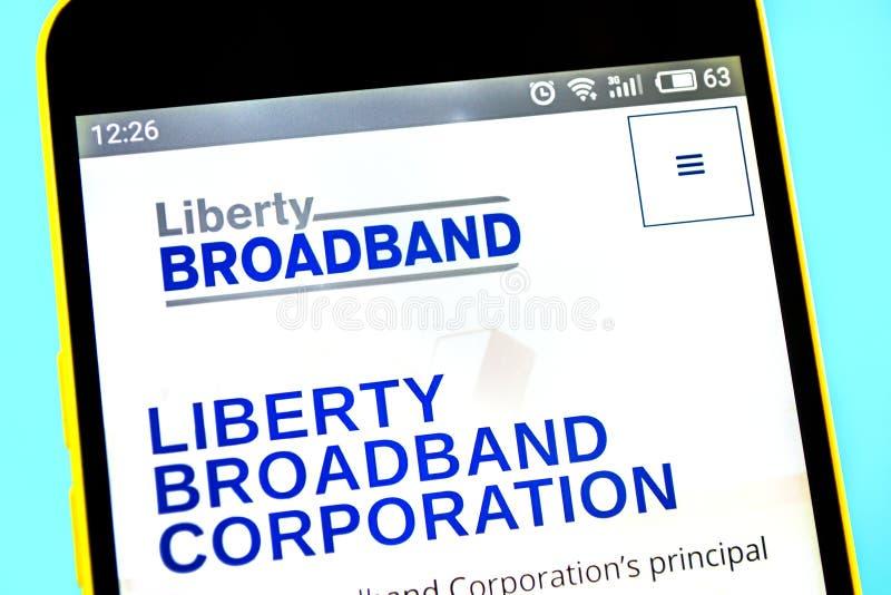 Berdyansk, Ucr?nia - 12 de maio de 2019: Editorial ilustrativo do homepage do Web site de Liberty Broadband Logotipo de Liberty B fotos de stock