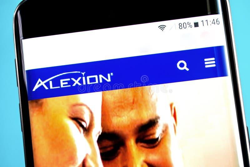 Berdyansk, Ucraina - 4 giugno 2019: Homepage del sito Web dei prodotti farmaceutici di Alexion Logo dei prodotti farmaceutici di  fotografie stock libere da diritti