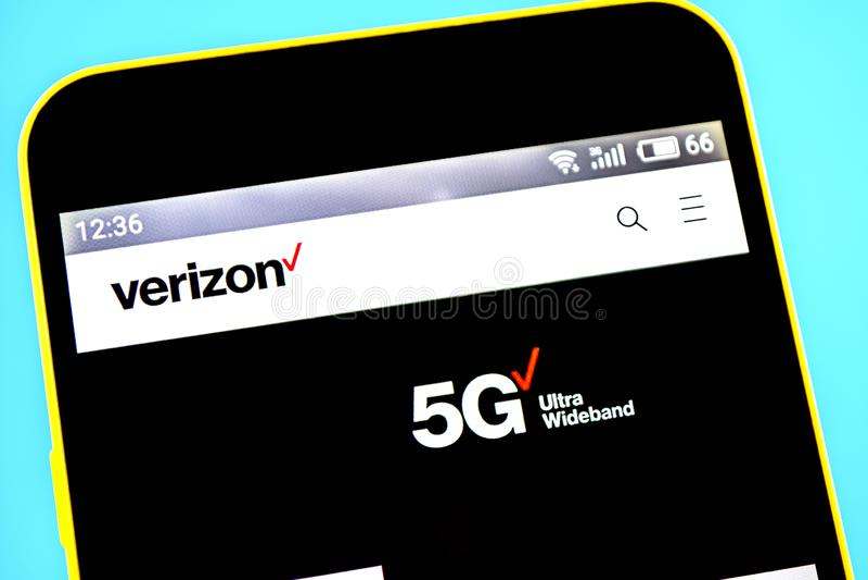 Berdyansk, Ucraina - 14 maggio 2019: Editoriale indicativo del homepage del sito Web di Verizon Communications Logo di Verizon Co fotografia stock libera da diritti