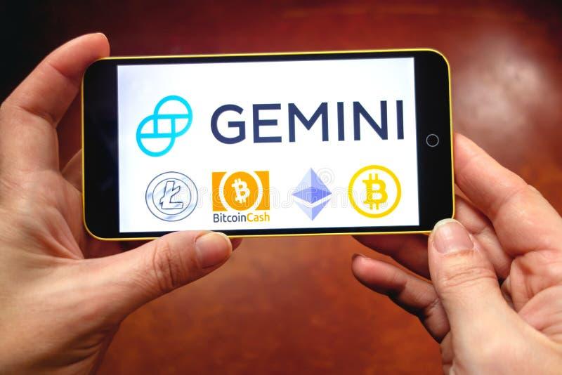 Berdyansk, Ucraina - 17 marzo 2019: Sito Web di scambio di cryptocurrency dei Gemelli visualizzato su uno smartphone moderno immagine stock libera da diritti