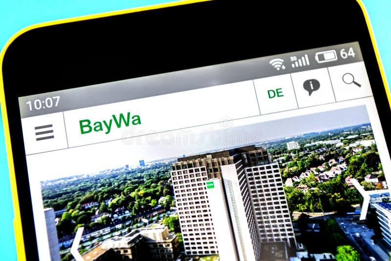 Berdyansk, Ucrania - 18 de abril de 2019: Editorial ilustrativo del homepage de la página web de BayWa Logotipo de BayWa visible  foto de archivo libre de regalías