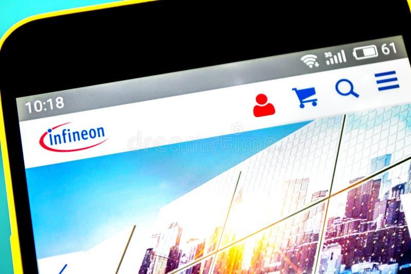 Berdyansk, Ucrania - 18 de abril de 2019: Editorial ilustrativo del homepage de la página web de Infineon Technologies Logotipo d foto de archivo libre de regalías
