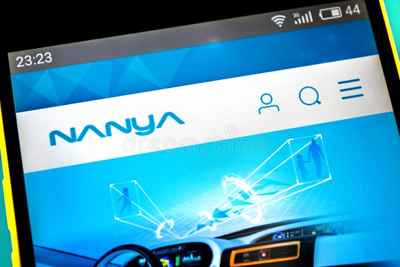 Berdyansk, Ucrania - 18 de abril de 2019: Editorial ilustrativo del homepage de la página web de la tecnología de Nanya Logotipo  foto de archivo