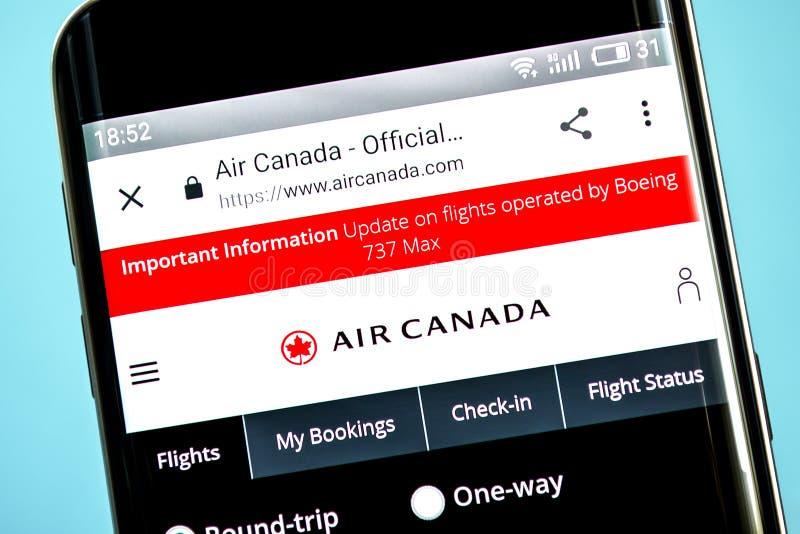 Berdyansk, Ucrania - 6 de junio de 2019: Homepage de la página web de la línea aérea de Air Canada Logotipo de Air Canada visible imágenes de archivo libres de regalías