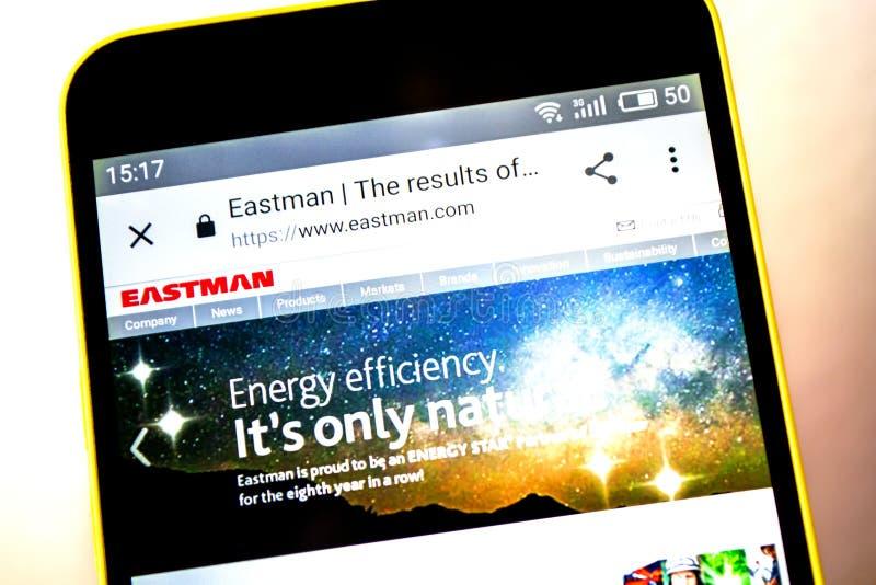 Berdyansk, Ucrania - 5 de mayo de 2019: Editorial ilustrativo del homepage de la página web de Eastman Chemical Logotipo de Eastm fotografía de archivo