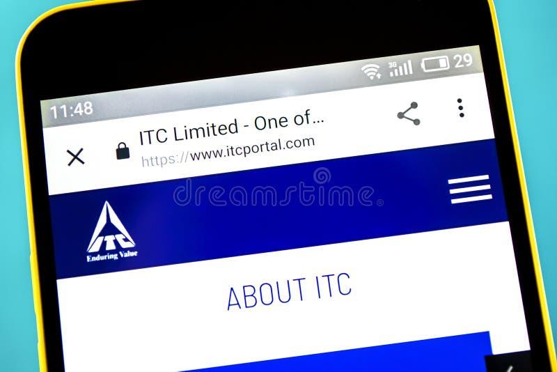 Berdyansk, Ucrania - 10 de mayo de 2019: Editorial ilustrativo del homepage de la página web del ITC Logotipo del ITC visible en  fotografía de archivo libre de regalías