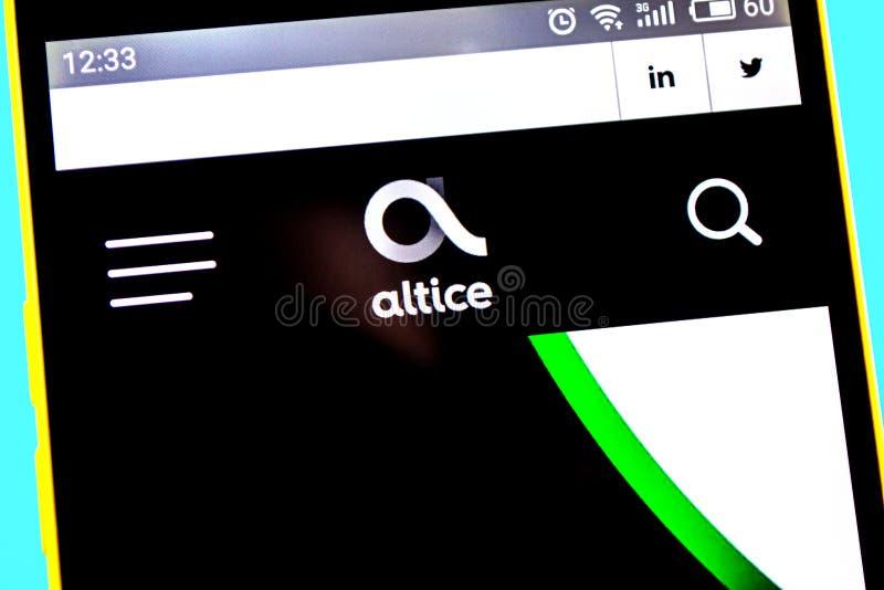 Berdyansk, Ucrania - 12 de mayo de 2019: Editorial ilustrativo del homepage de la p?gina web de Altice Logotipo de Altice visible foto de archivo