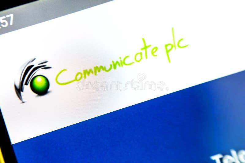 Berdyansk Ukraina - April 6, 2019: Illustrativ ledare av Communicate homepage för plc-website Meddela plc-logoen royaltyfria bilder