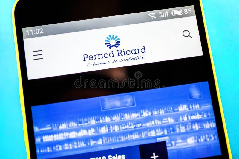 Berdyansk Ukraina, Kwiecień, - 21, 2019: Pernod Ricard strony internetowej homepage Pernod Ricard logo widoczny na telefonu ekran fotografia stock