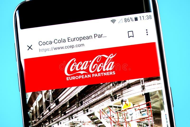 Berdyansk, Ukraine - 4 juin 2019 : Page d'accueil européenne de site Web d'associés de Coca-Cola Logo européen d'associés de Coca photos stock