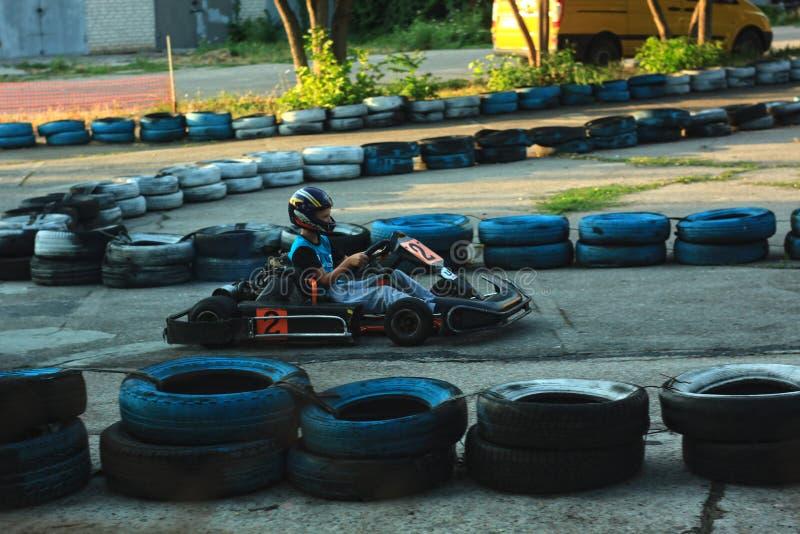 Berdyansk, Ukraine - 13. JULI 2019: Karting, damit Kinder das richtige und vorsichtige Fahren auf die Straße stillstehen und lern lizenzfreie stockfotos