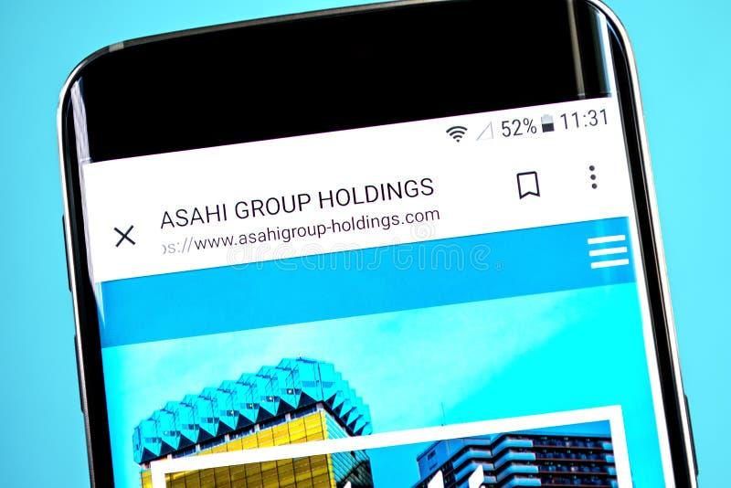 Berdyansk, Ukraine - 4. Juni 2019: Asahi Group Holdings-Websitehomepage Asahi Group Holdings-Logo sichtbar auf dem Telefonschirm, stockbilder