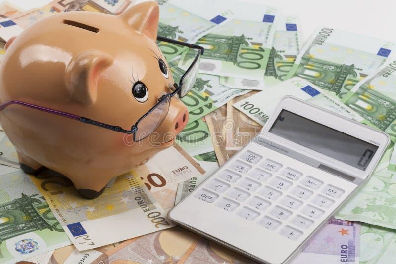 Berechnung auf Euros stockbilder
