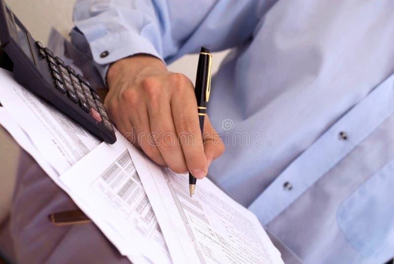 Berechnung der Steuer stockbilder
