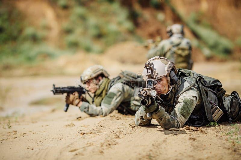 Bereden politie tijdens de militaire operatie stock fotografie