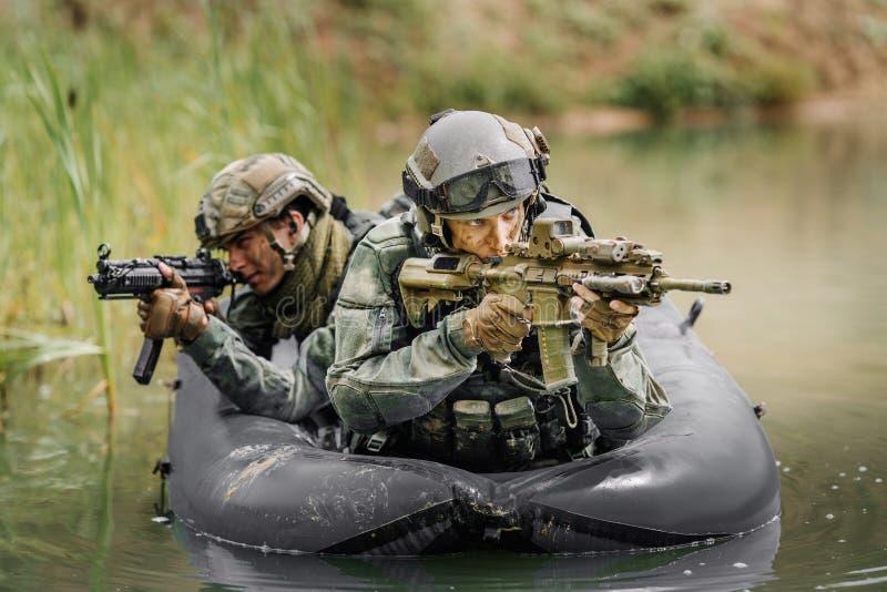 Bereden politie tijdens de militaire operatie in water royalty-vrije stock foto's
