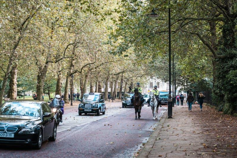 Bereden politieambtenaren in Londen, het UK royalty-vrije stock afbeeldingen