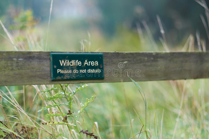 Bereich der wild lebenden Tiere, Don Not Disturb-Zeichen lizenzfreies stockfoto