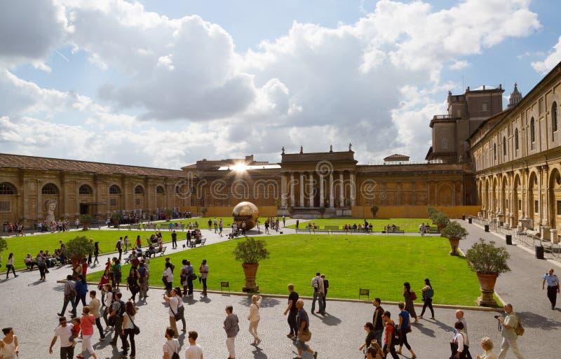 Bereich innerhalb des Bereichs im Hof des Pinecone an Vatikan-Museen stockfotografie