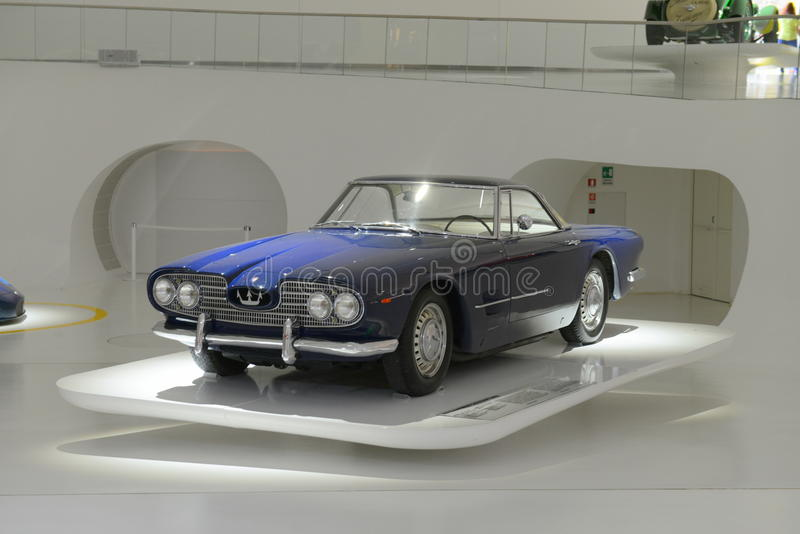 Bereisendes Maserati 5000GT - hundertjährige Show Maseratis stockbilder