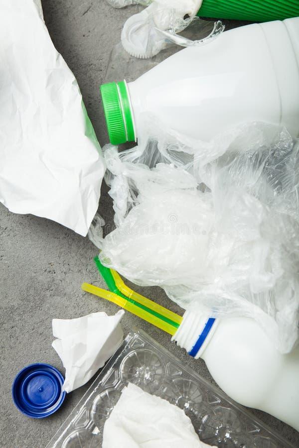 bereiten Sie ?bersch?ssiges Konzept auf Abfall für die Wiederverwertung, Wiederverwendung stockbilder
