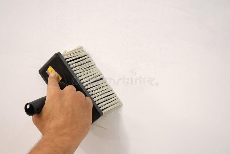 Bereiten Sie die Wand für Anstrich vor lizenzfreie stockfotos