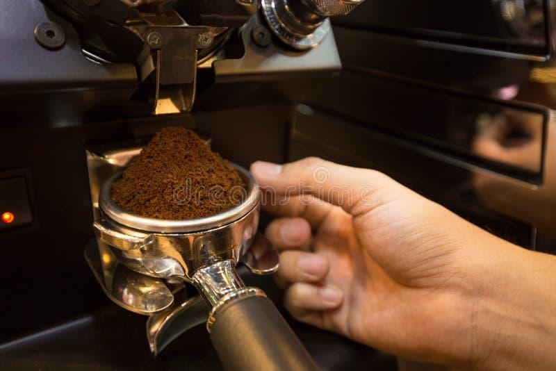 Bereiten Sie Espressopulver vor lizenzfreie stockbilder