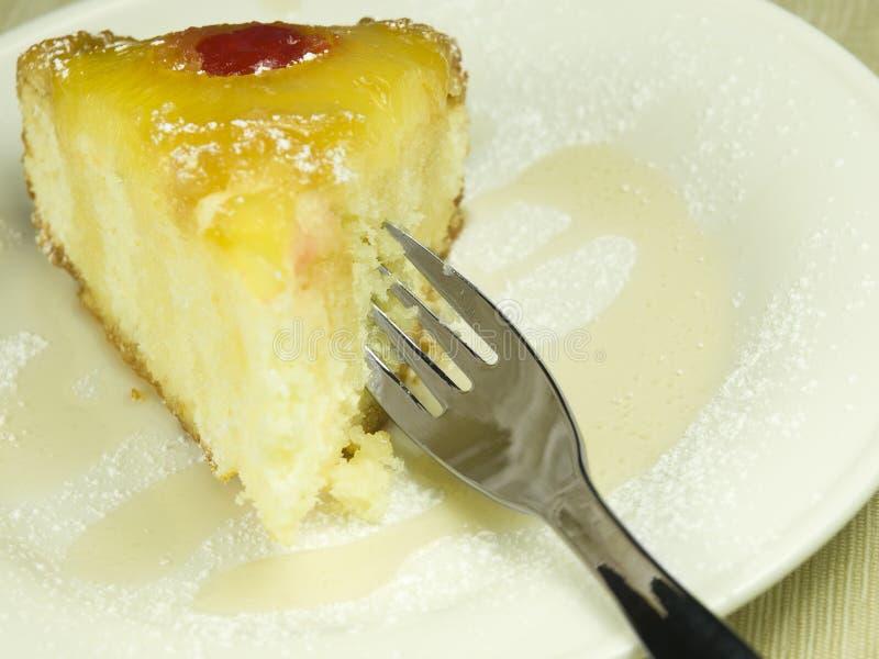 Bereiten Sie für einen Ananaskuchen vor lizenzfreie stockfotos