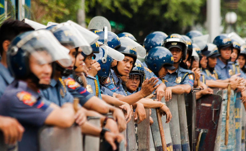 Bereitschaftspolizei während der Feier der internationalen Frauen Tages, Manila, Philippinen lizenzfreie stockbilder