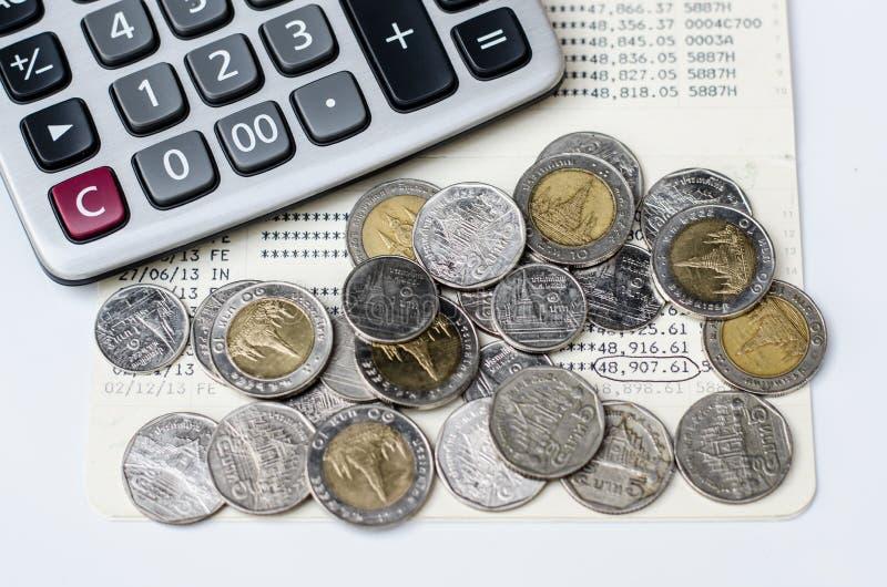 Berekeningen en rekeningsboek en muntstuk royalty-vrije stock afbeeldingen