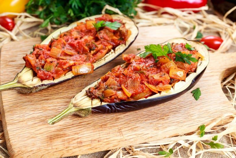 Berenjena cocinada y rellenado con las verduras imagen de archivo libre de regalías