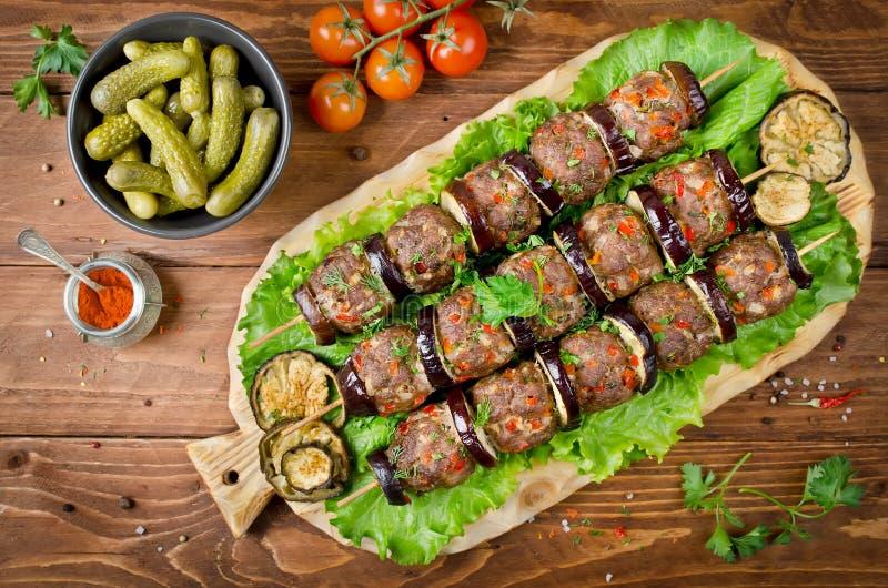 Berenjena y albóndigas turcas del kebab imágenes de archivo libres de regalías