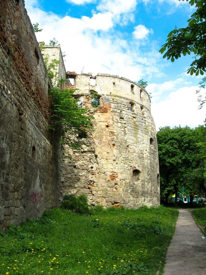 Berezhany, Украина - 10-ое мая 2008: Остатки замка XVI века стоковое изображение