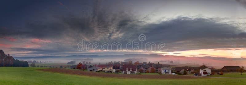 berg över panorama- soluppgång royaltyfri bild