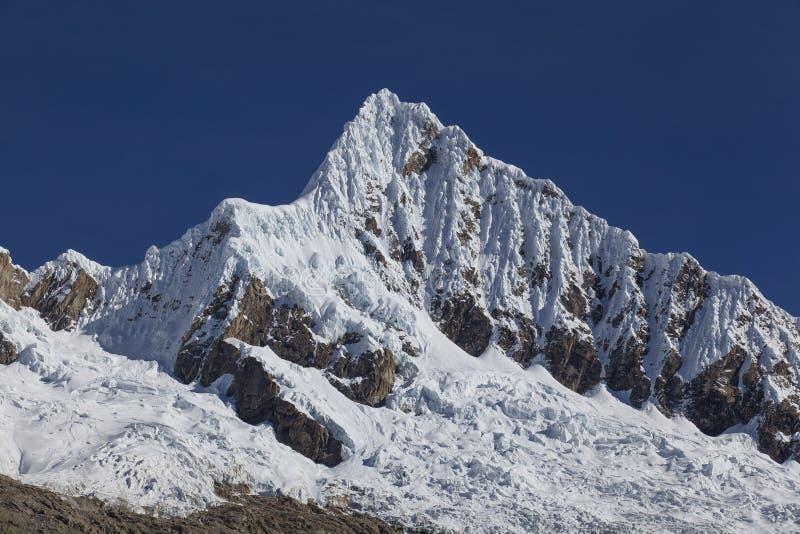Berg Alpamayo arkivbild